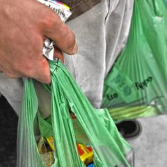 Mass. lawmakers weigh statewide ban on plastic shopping bags